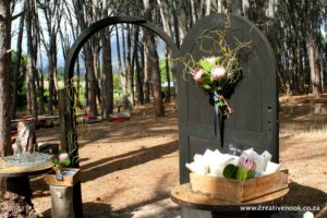 www.creativenook.co.za:chapel-door-flowers